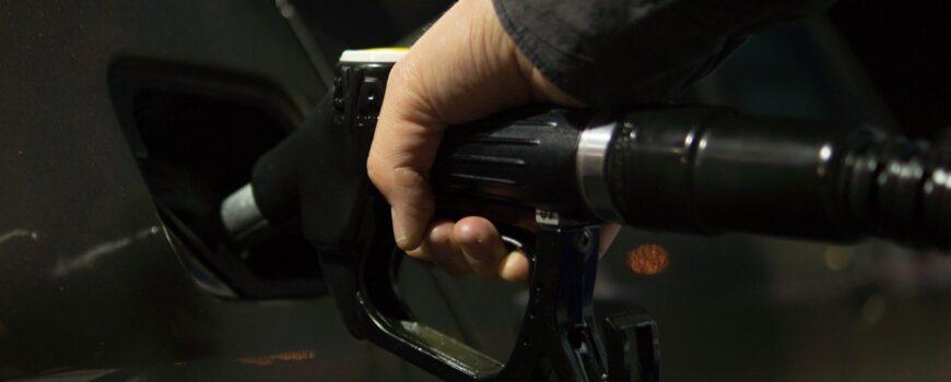 Consejos para ahorrar gasolina y diésel en verano