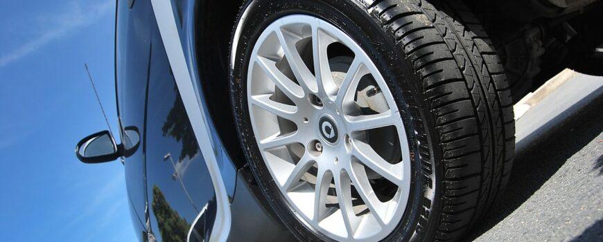 Diferencias entre neumáticos premium y baratos